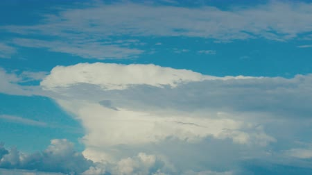 borultság : Up slide cloud, cumulonimbus. Clouds with vertical development because of frontal lifting. Cloud resembles iceberg 10 km, thermal, rain, hail