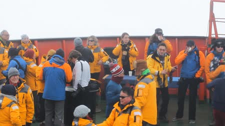veselí : Russia, North pole - 15 July 2016: Joy tourists in reaching. Dancing on bow of atomic icebreaker