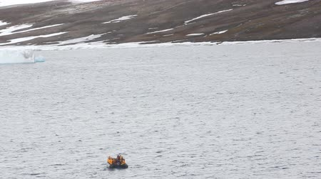 zajosan rágcsál : Russia, North pole - 15 July 2016: Best Arctic journey, Entertainment tourists. Motor boat with group of tourists floats on island Champ.