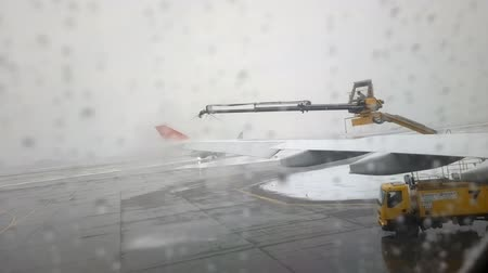 kalkış : Russia, Moscow  - December 15, 2016:  Inclement weather at airport. Snow with rain, low clouds, fog, wind. Views of parked aircraft