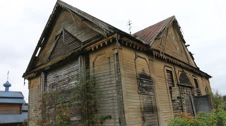 peregrino : Abandoned old wooden Russian Orthodox Church. Wooden Church after partial fire Stock Footage