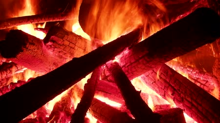 pyre : Large bonfire, timber crib, tipi fire, hot fire. Red hot coals