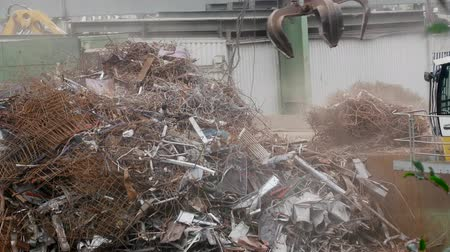 reciclado : Enterprise for collection and recycling of scrap metal (scrap-metal drive, recycling), loading operations