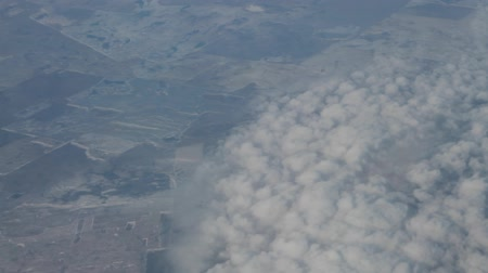 meteoroloji : Clouds as sheeps (fleece clouds) under the wing of the aircraft