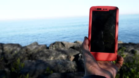 marynarka wojenna : smartphone on the road in the way of use in hand. gadget outside the city outdoors in a protective case Wideo