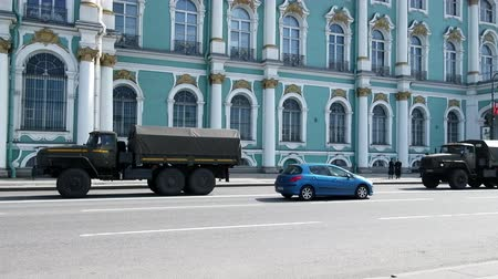 Észtország : St. Petersburg, Russia - July 11, 2017: Army cars in the center of St. Petersburg, on Palace square. Column of closed trucks of internal troops Stock mozgókép