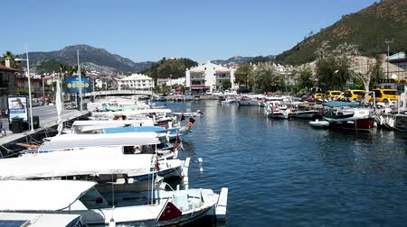 모터 보트 : Marmaris, Turkey - April 15, 2017: Mediterranean yachting, boats and yachts