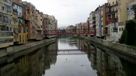 pont : river Onyar and Girona is known for colorful houses, for which Girona is sometimes compared to Venice