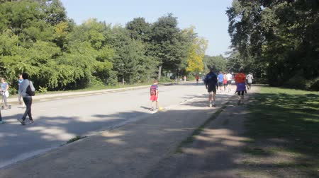 wrzesień : France, Paris - 24 September 2017: Paris Park Bois de Boulogne with active sport tourists on a Sunday morning Wideo
