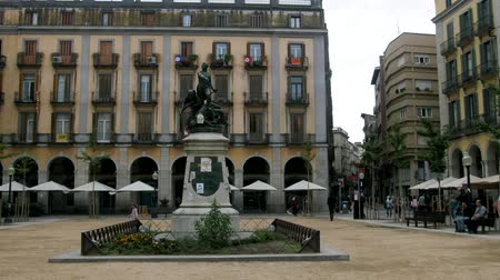 jelenleg : Spain, Girona - October 1, 2017: statue of the defenders of Girona 1808 placa de la independencia