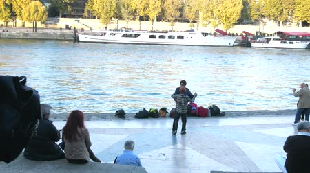 dansçılar : Paris, France - 24.09.2017: Parisians adulthood going on banks river Seine to dance, dancing evening - restored form of social life from antiquity, leisure of elderly Stok Video