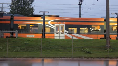 vagão : Tallinn, Estonia - September 2, 2017: passenger commuter train at railway station in capital of Europe Vídeos