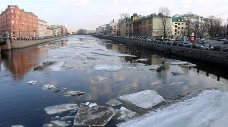 esfinge : Springtime, sign of spring. Ice drift (debacle) on the channel in the Northern town of St. Petersburg, Russia Stock Footage