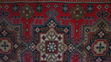 prestiž : Typical Wall carpet for the Soviet era. The situation in the apartment of Soviet people, narrow-minded prestige Dostupné videozáznamy