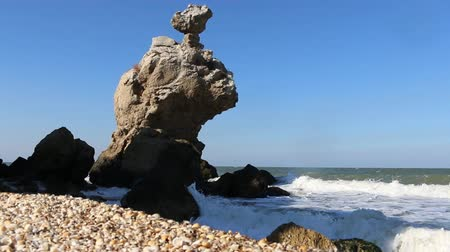 marítimo : The ancient shore of the sea with a large number of the inselbergs and the sand beach Vídeos