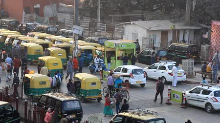 rickshaw : India, new Delhi - March 26, 2018: Station square with transport and passers-by. Yellow cabs, tuk-tuk. Top view