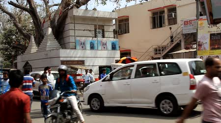 India, new Delhi - March 8, 2018: Traffic on the street. The predominance of white cars in the tropical zone Wideo