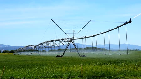 сырой : Industrial irrigation of crops