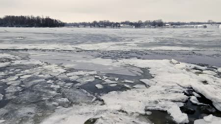 gaivota : Ice moving on the frozen Dnieper river in Kiev, Ukraine, during a cold and snowy winter