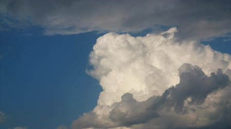 celestial : HD Cloud puff shifts shapes, the clouds is growing as yeast