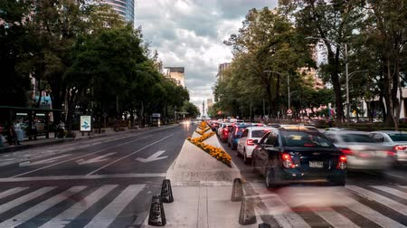 hlavní města : Traffic in Avenue of Mexico City Paseo de la Reforma time lapse