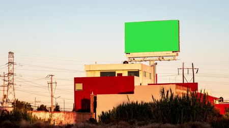reclamebord : Time lapse advertising billboard green screen over Mexican house at sunset