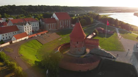 litvánia : Aerial view of Kaunas castle Stock mozgókép