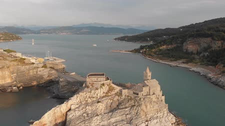 назад : Aerial view of the famouse Church of Saint Peter in Porto Venere
