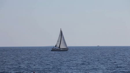 żaglowiec : The yacht floats in the Adriatic sea