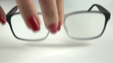düzeltme : 4K footage. Female hand changes glasses on contact lenses. Close-up