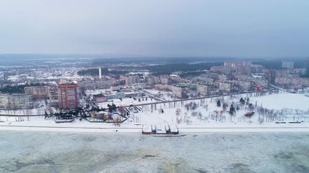 arquipélago : 4K Aerial drone footage. Flight to small town on the lake in Ukraine