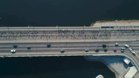 конкурс : Marathon running on the bridge. Top view