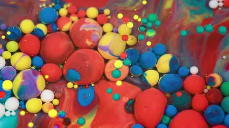 pigmento : Abstract multicolored bubbles paint. Slow motion. Top view Vídeos