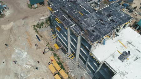 canteiro de obras : Aerial Shot of the Building in the Process of Construction.