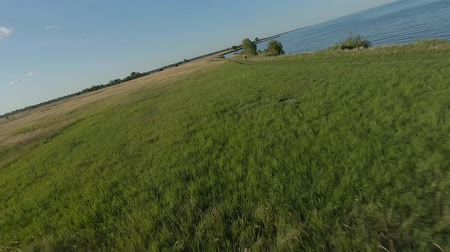 magas szög : FPV Drone racing view. Dynamic flight over sea and coastline Stock mozgókép