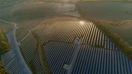 fotovoltaica : Aerial drone footage. Flight over solar panel farm at sunset autumn season. Vídeos