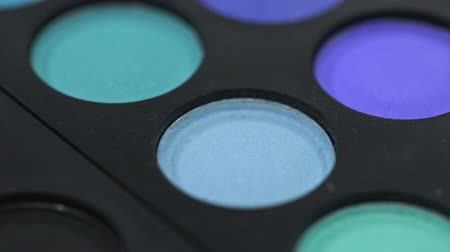 perspektif : Colourful shadow palette, dolly shot, close-up