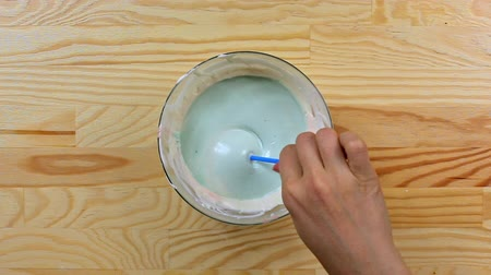 украшенный : Pouring cake pop in blue glaze, top view