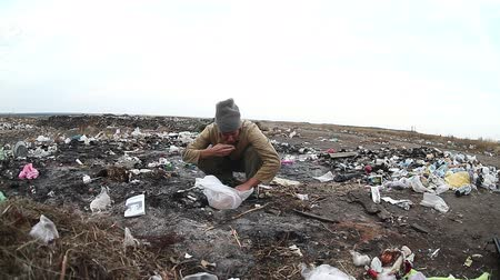 atık : dump unemployed homeless dirty looking man  food  waste in a landfill social  video Stok Video