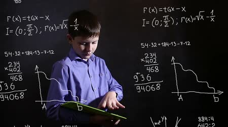 studenci : Student  boy teenager running on the tablet science formula math problem math Infographics