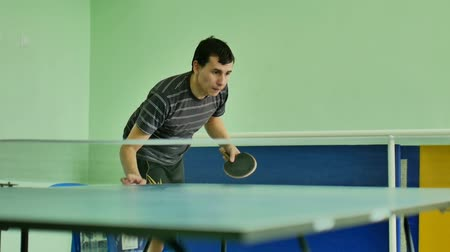 подача : man  feed serve playing athlete video sport table tennis slow motion Стоковые видеозаписи