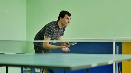 подача : man  feed serve sport playing athlete video table tennis slow motion