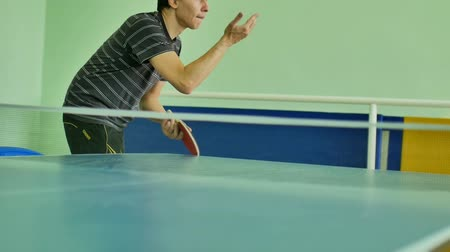 подача : man  feed serve playing athlete table tennis slow motion sport video