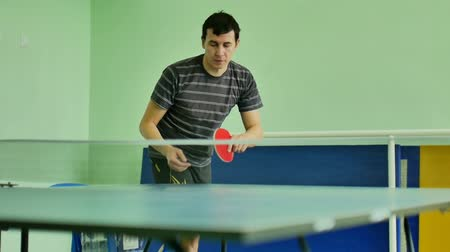 подача : man  feed serve playing athlete video table tennis slow motion sport Стоковые видеозаписи