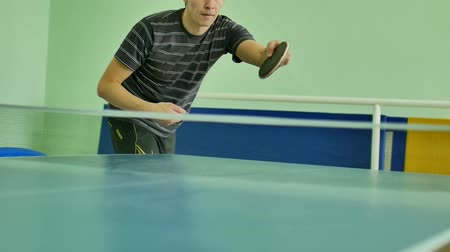 подача : man  feed serve playing athlete table tennis sport slow motion video
