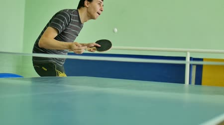подача : man  feed serve playing athlete table tennis video slow motion sport Стоковые видеозаписи