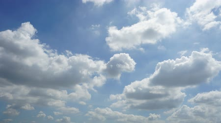 meteorologia : Time lapse blue sky background with white clouds