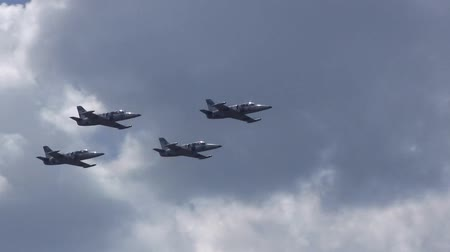 střela : Four military jet fighters in flight in the sky. Fighter plane passing over camera. Military Engineering of the Union of Soviets or countries of the post-Soviet space, for example, Russia or Ukraine