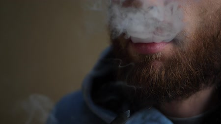 поэт : Pipe smoking young man with red beard