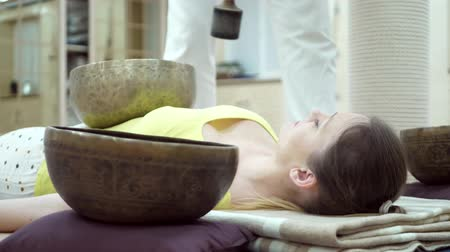 karma yoga : Music therapists, sound healers and yoga practitioner. Tibetan singing bowl meditation concept Stock Footage